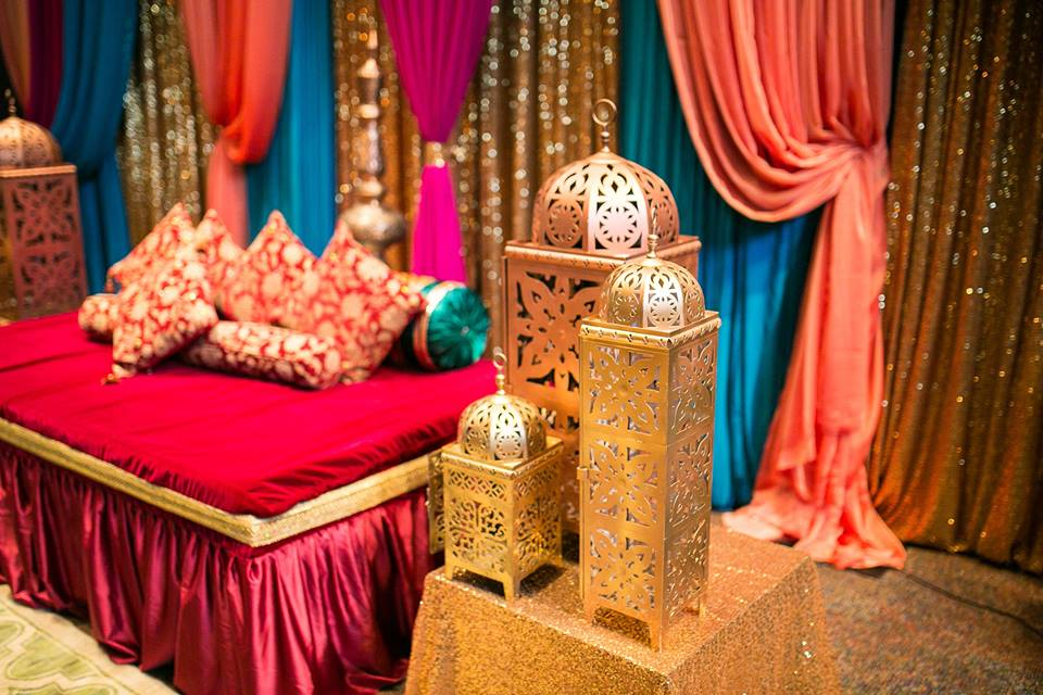 Muslim wedding an explosion of colors for Muslim wedding home decorations