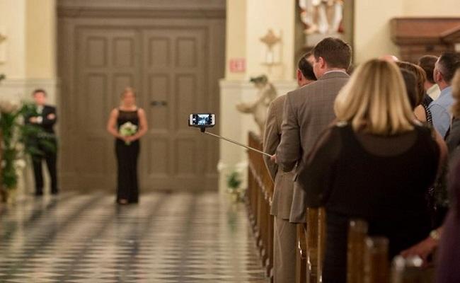 selfie-sticks-wedding-day
