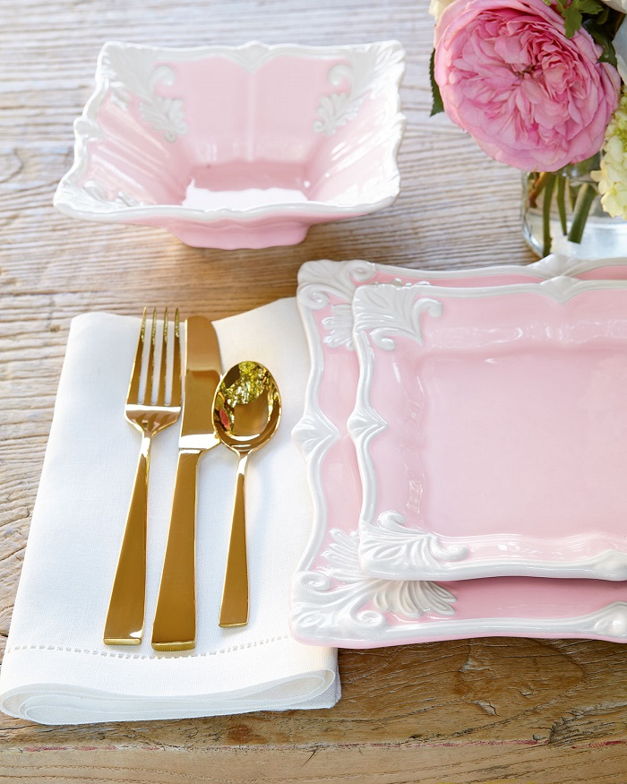 golden colored cutlery to match your wedding theme.
