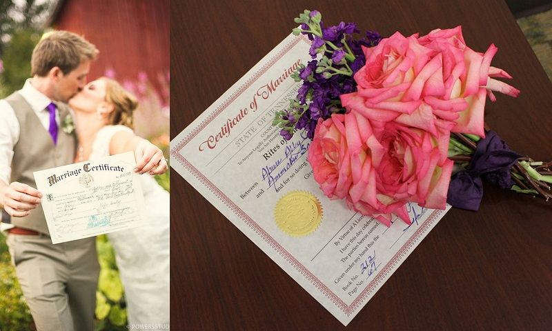 Married couple with their wedding certificate - 123WeddingCards