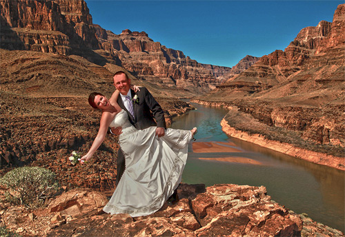 Couple Marry on Point Imperial, Grand Canyon, USA