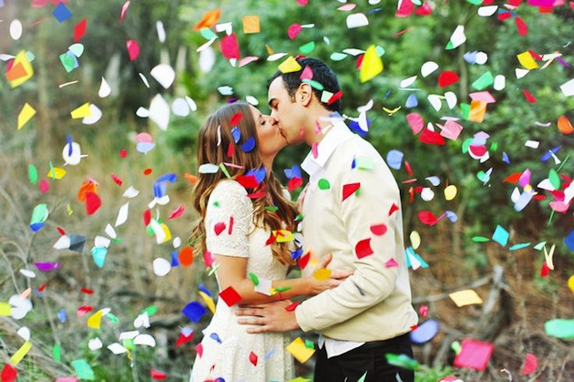 Confetti use as props for wedding photography_1