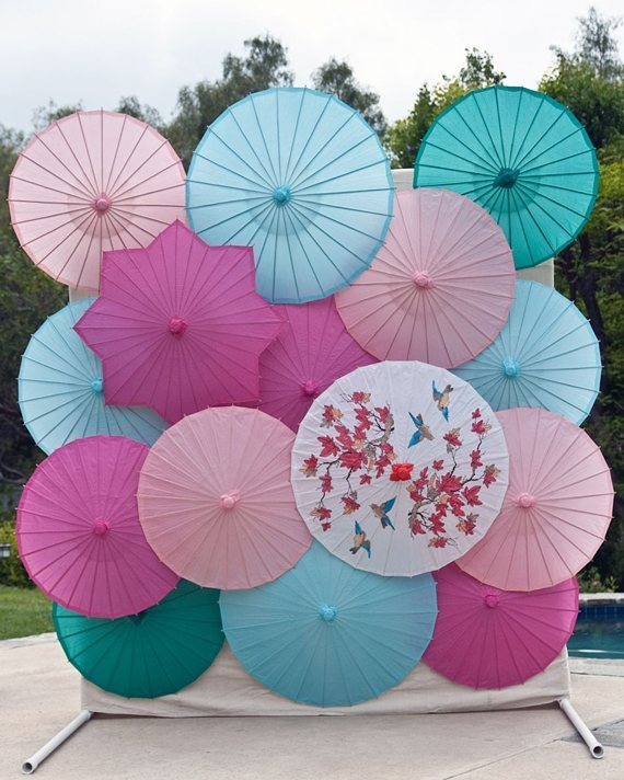 Use umbrellas for wedding photo prop_1