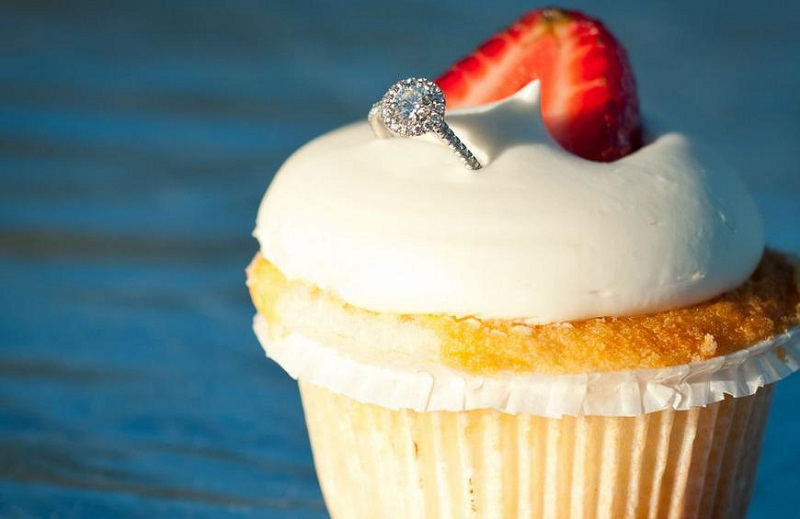 Hide the proposal ring in the breakfast - 123WeddingCards