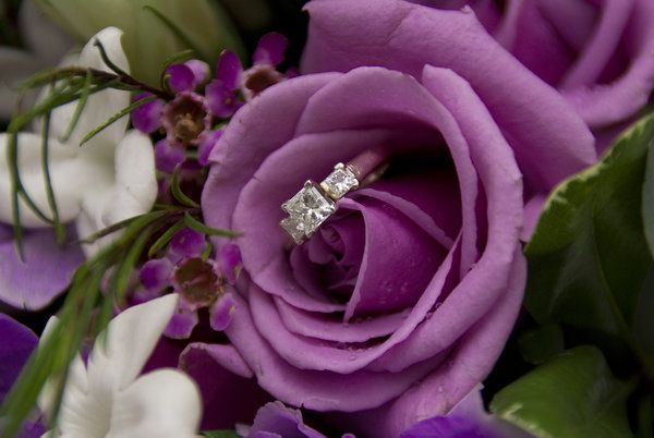 Hide the proposal ring in the flowers - 123WeddingCards
